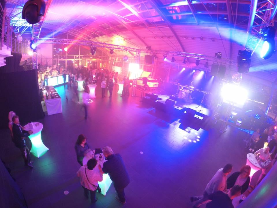 Disco und Live-Musik im Autohaus