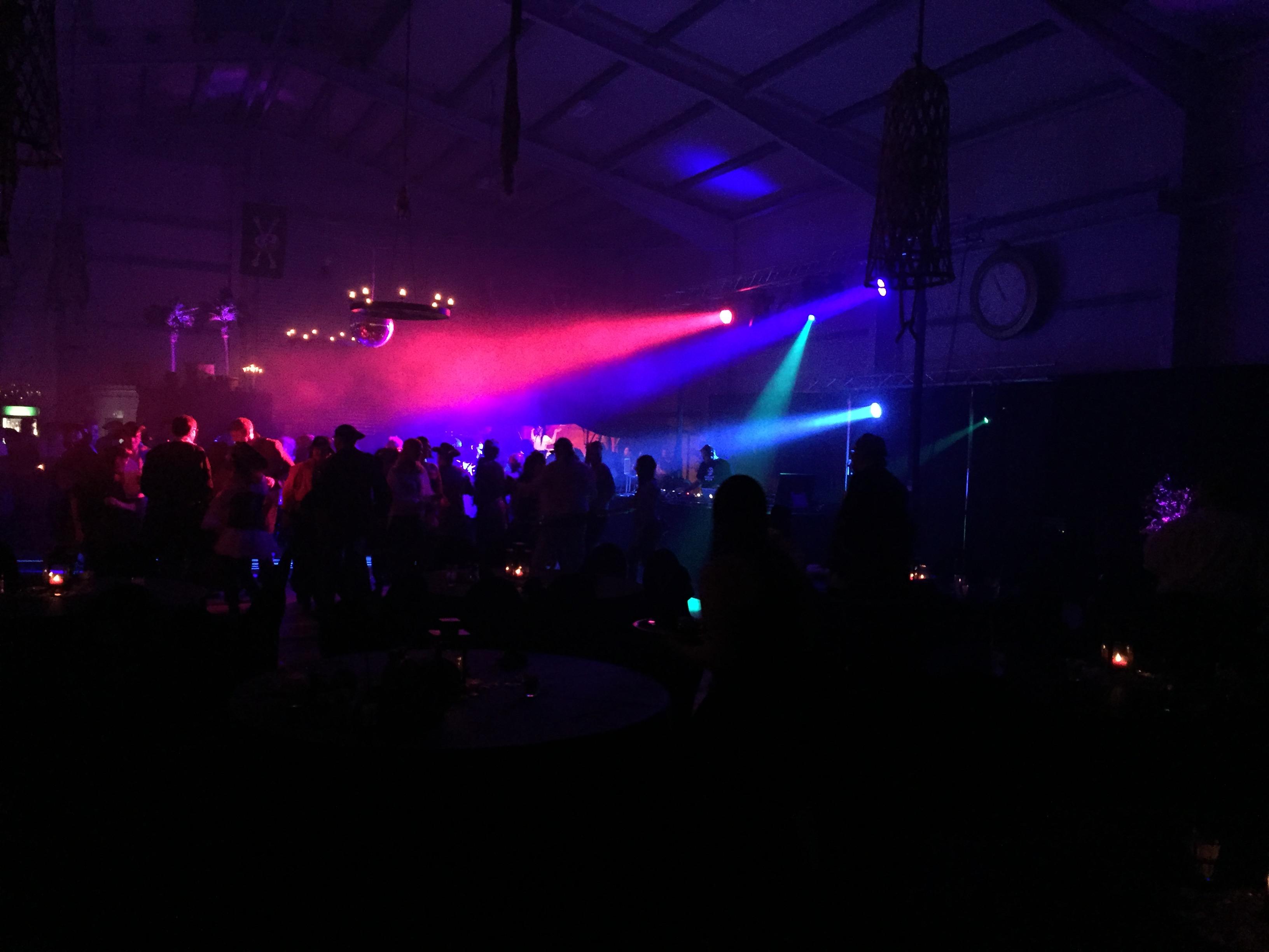 Big-Gig bei Firmen-Disco mit DJ